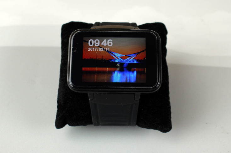a closeup of the Makibes DM98 smartwatch display