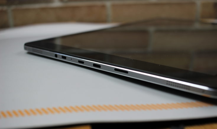 CHUWI Hi13 tablet ports
