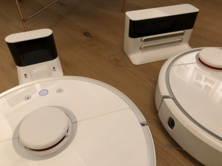 Xiaomi RoboRock Sweep One Vacuum robot Charging stations Comparison Mi Robot