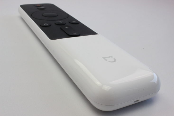 the white remote control of the Xiaomi Mi laser projector with few buttons