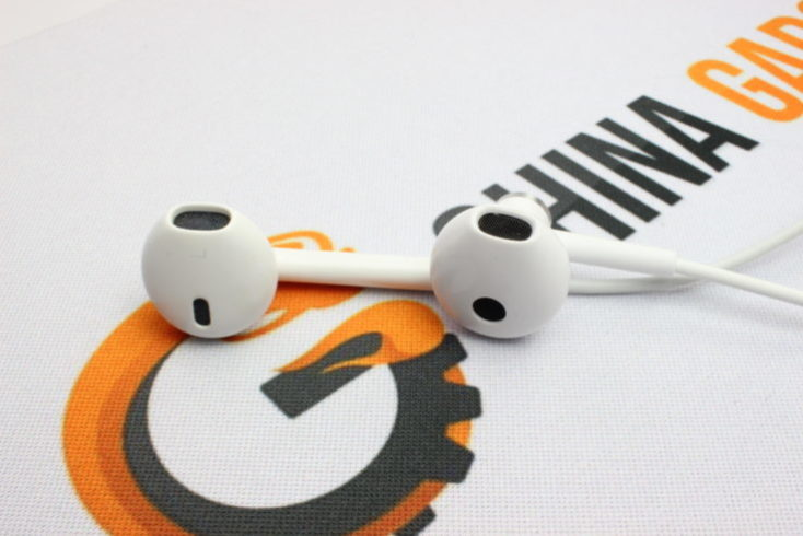 Xiaomi Half In-Ear vs Apple EarPod Handset