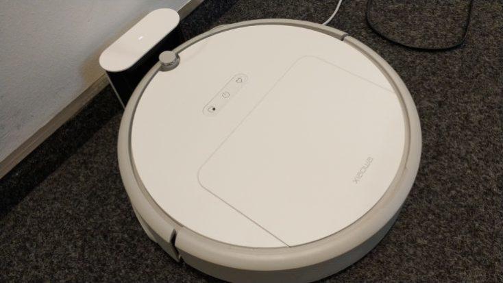 Xiaomi Xiaowa Vacuum Robot to Charging Station
