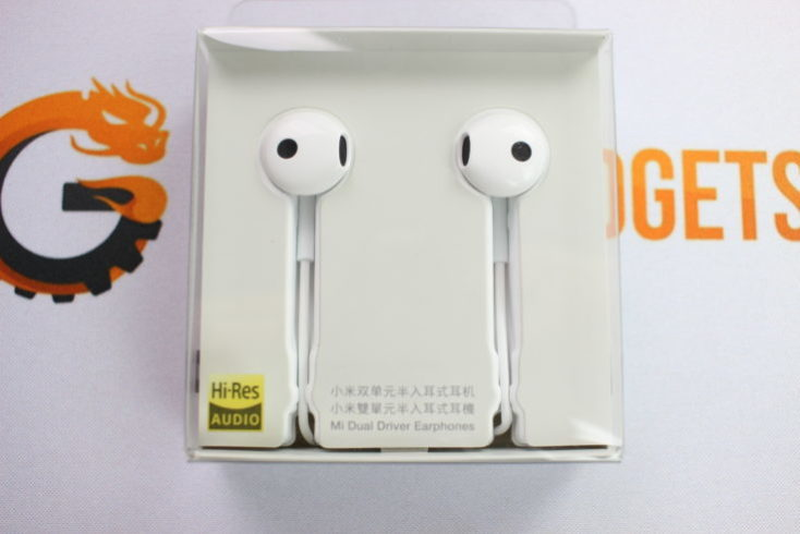 Xiaomi half in-ear headphone package