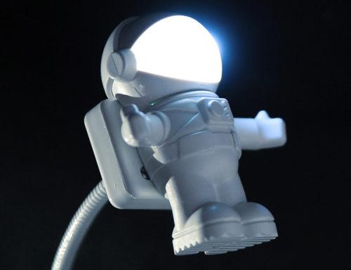 USB lights astronaut