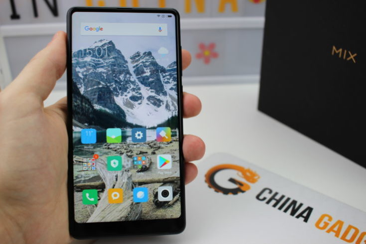 Xiaomi Mi Mix 2 display in hand