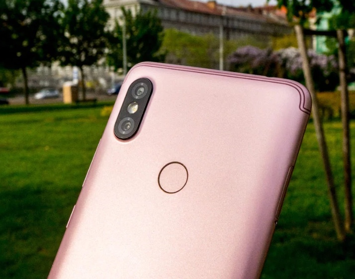 Xiaomi Redmi S2 camera and fingerprint sensor