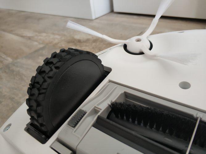 360 S7 vacuum robot bottom tyre