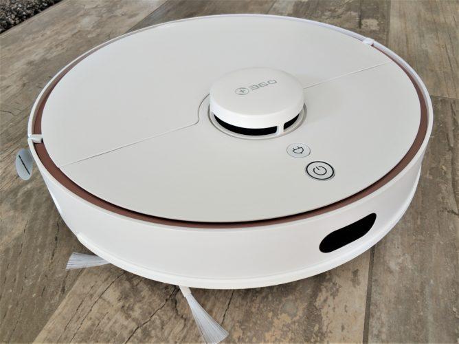 360 S7 vacuum robot design