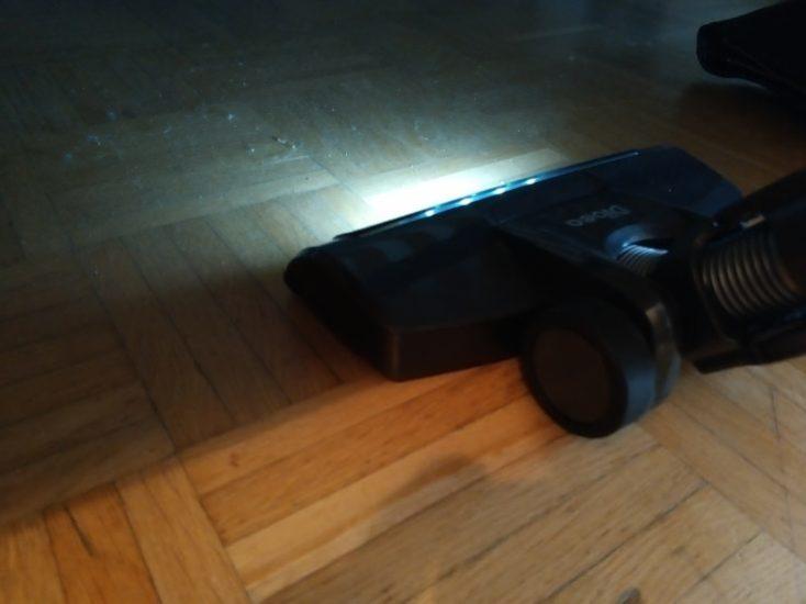 Dibea D18 battery vacuum cleaner LED lights under bed