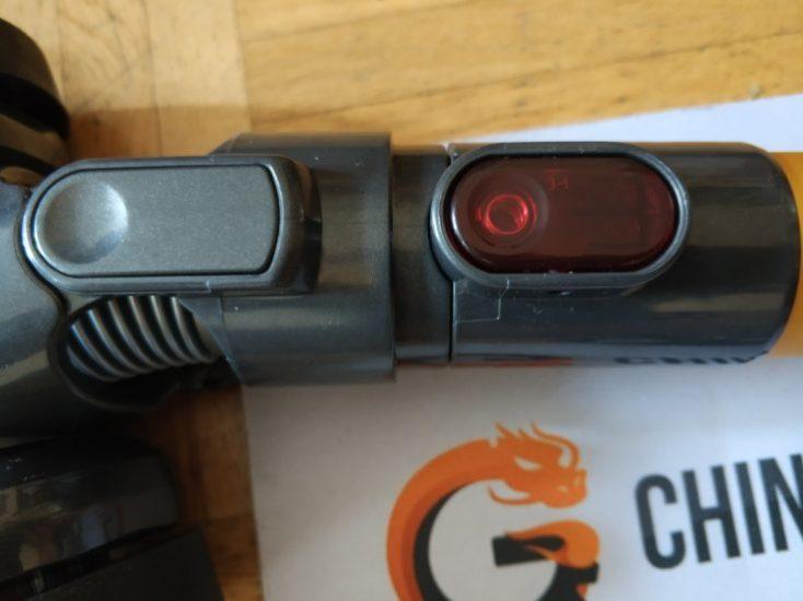 Dibea D18 battery vacuum cleaner snap lock