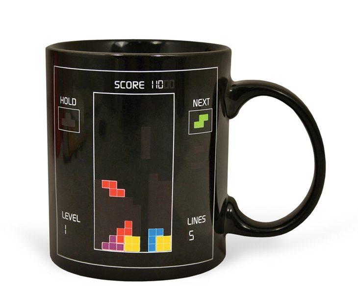 Heat sensitive coffee cup tetris