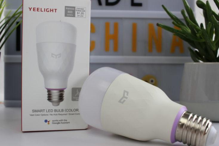 Xiaomi Yeelight Smart LED light bulb with packaging