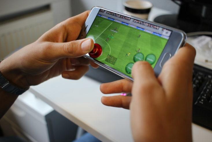 Play Smartphone Joysticks Fifa