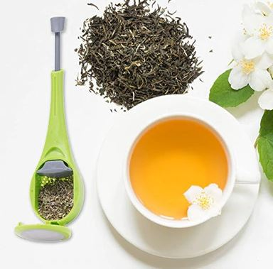 Tea strainer with cup