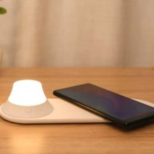 Yeelight Qi Nightlight with Smartphone