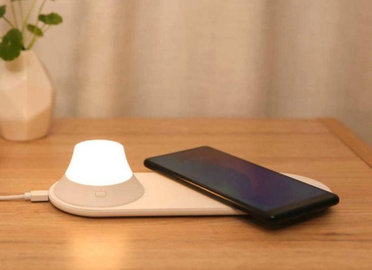 Yeelight Qi Nightlight with Smartphone