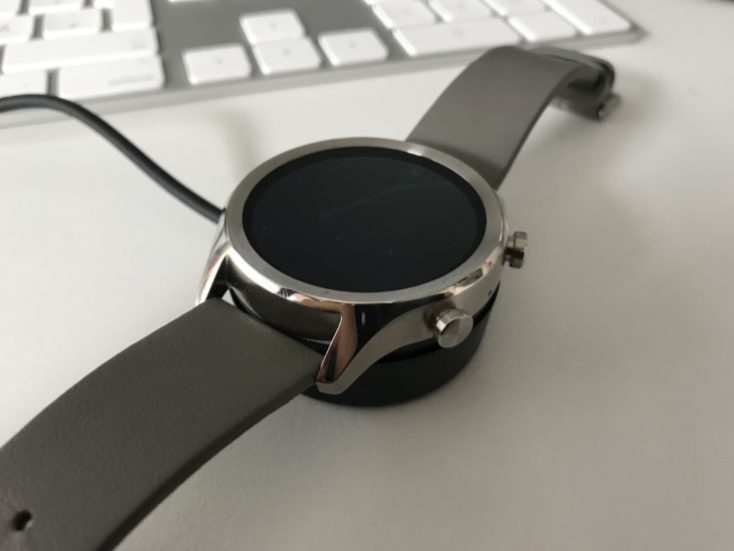 Charging the Ticwatch C2 battery