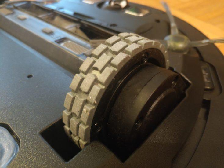 ECOVACS DEEBOT OZMO 930 vacuum robot Tyres
