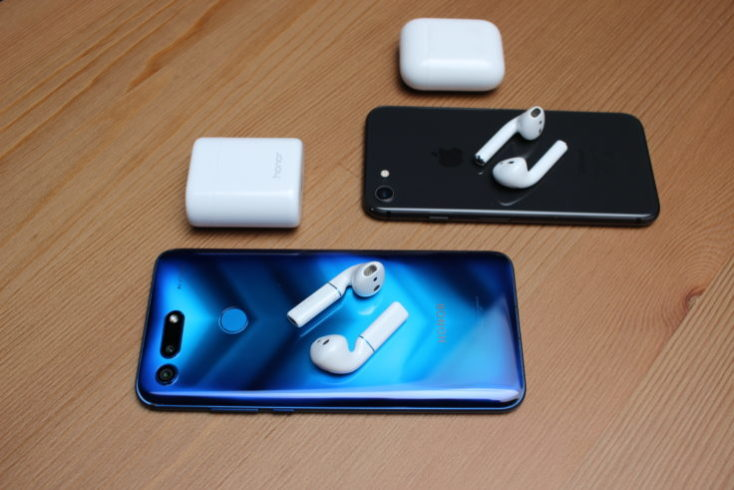 Honor FlyPods and Apple AirPods