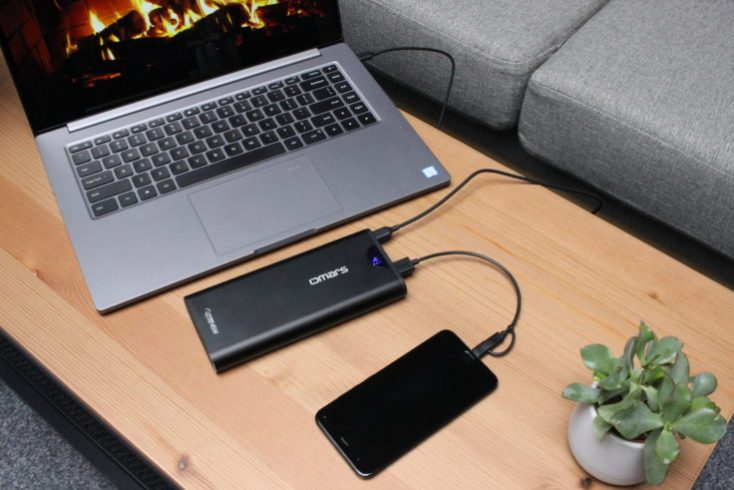 Omars PowerSurge 20000 Powerbank Laptop and mobile phone at the same time