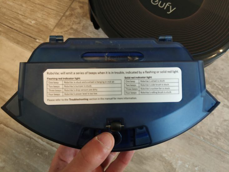 Anker eufy RoboVac 30C Vacuum robot Dust chamber Rear side Error messages
