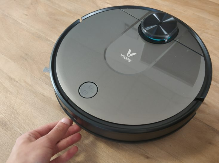 Viomi V2 vacuum robot dust chamber removal