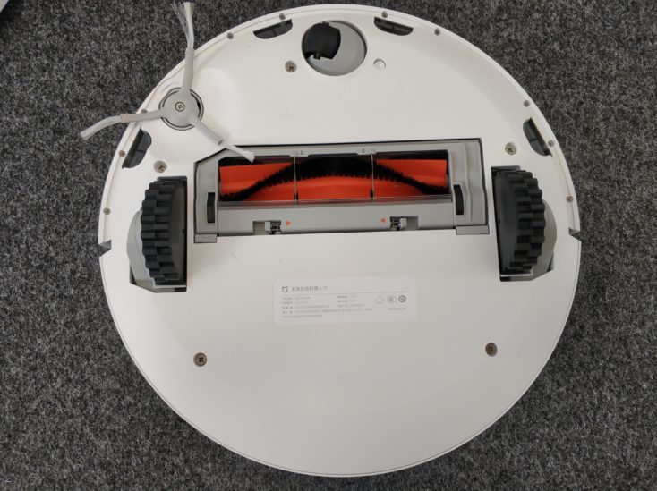 Xiaomi Mi Robot 1S vacuum robot bottom side