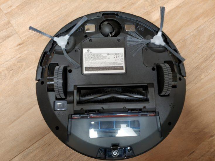 Amarey A900 vacuum robot underside