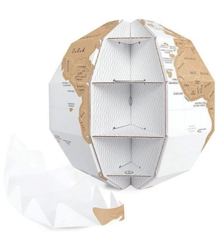 The shapes of the scratch globe are put into each other and thus it holds itself together.