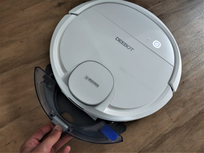 Ecovacs DEEBOT Ozmo 900 Vacuum robot Water tank Removal