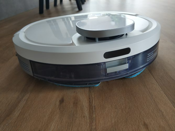 Ecovacs DEEBOT Ozmo 900 vacuum robot wiping function water tank