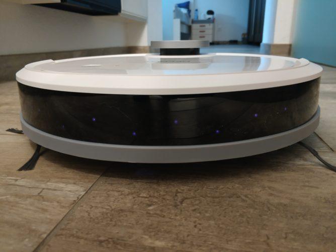 Ecovacs Deebot Ozmo 900 vacuum robot sensors