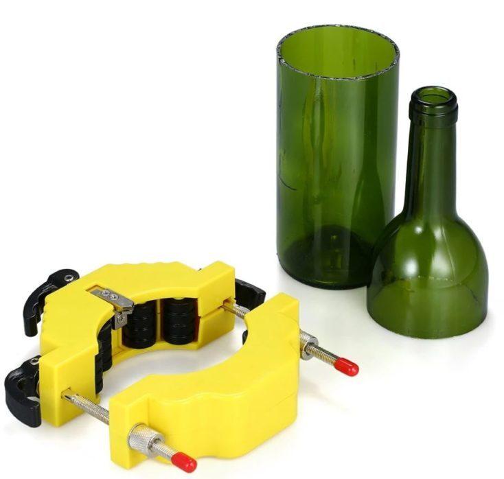 Glass bottle cutter with bottle