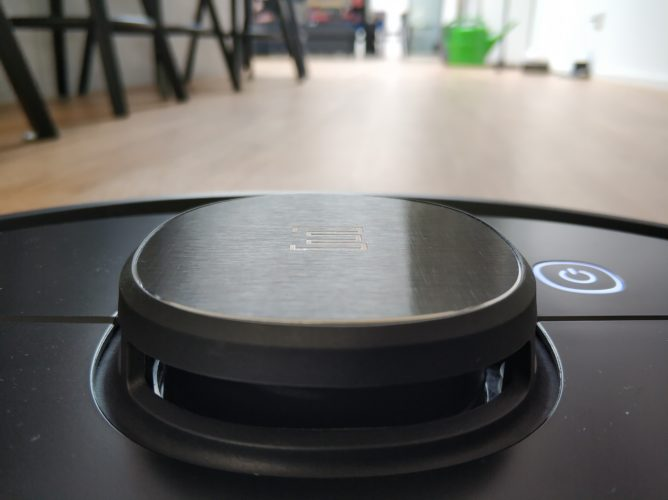 Ecovacs Deebot Ozmo 950 vacuum robot Perspective