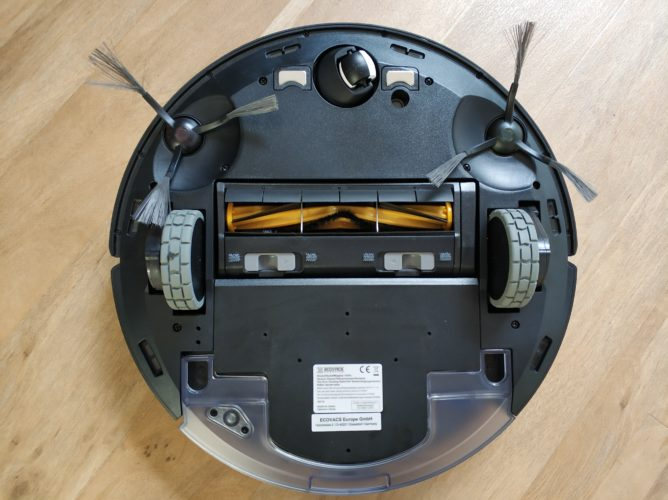 Ecovacs Deebot Ozmo 950 vacuum robot bottom side
