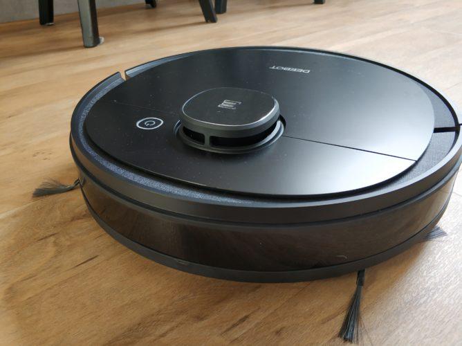 Ecovacs Deebot Ozmo 950 vacuum robot design processing
