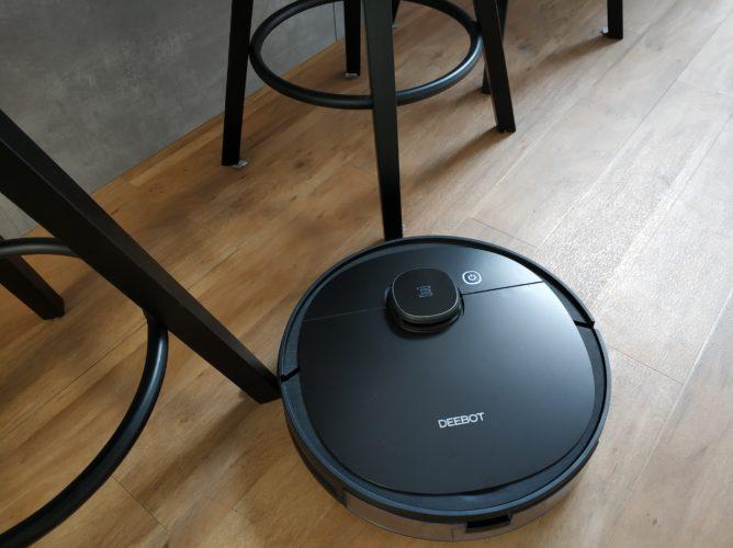 Ecovacs Deebot Ozmo 950 vacuum robot obstacles
