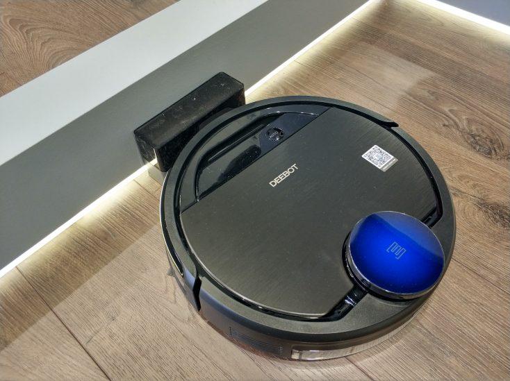 Ecovacs Deebot Ozmo 960 vacuum cleaner robot IFA