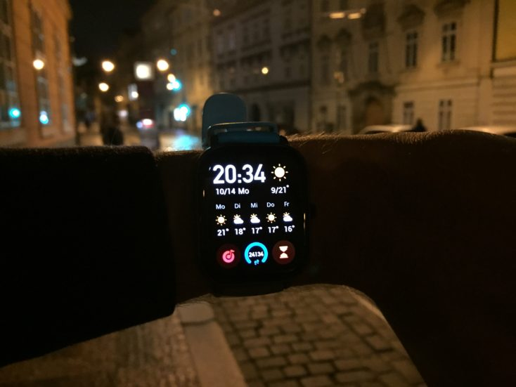 Huami Amazfit GTS Display at night