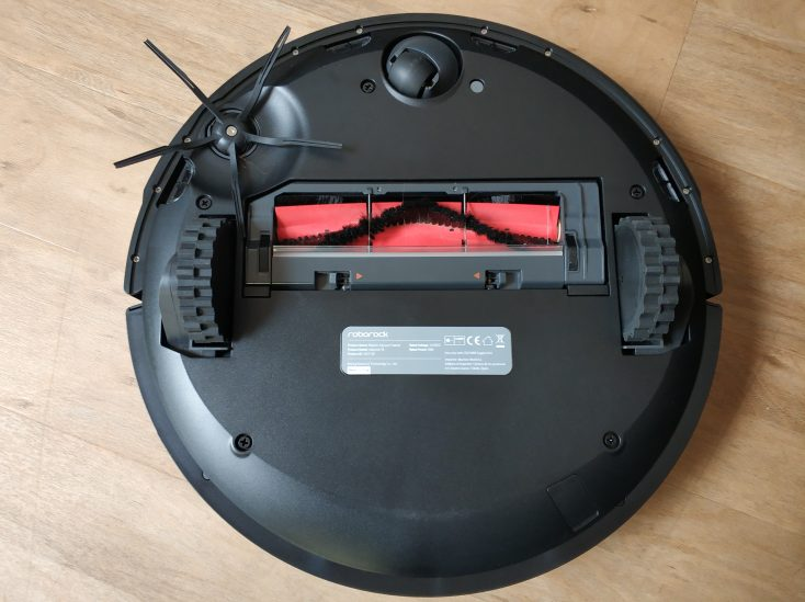 Roborock S4 vacuum robot bottom side