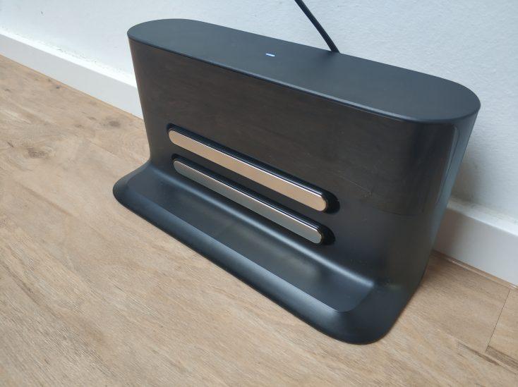 Roborock S4 vacuum robot charging station design