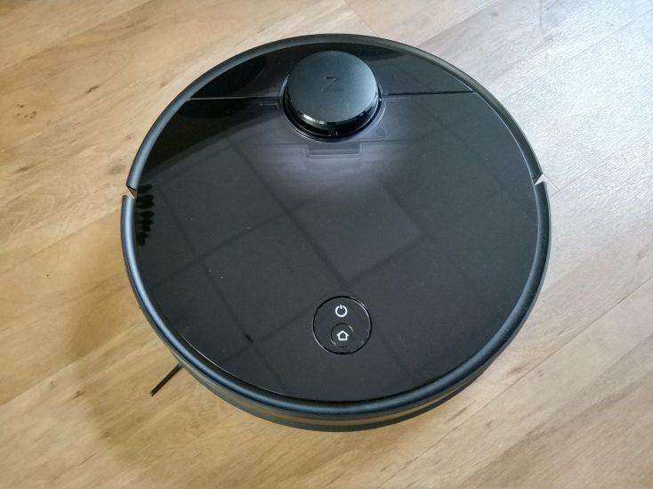 Roborock S4 vacuum robot surface