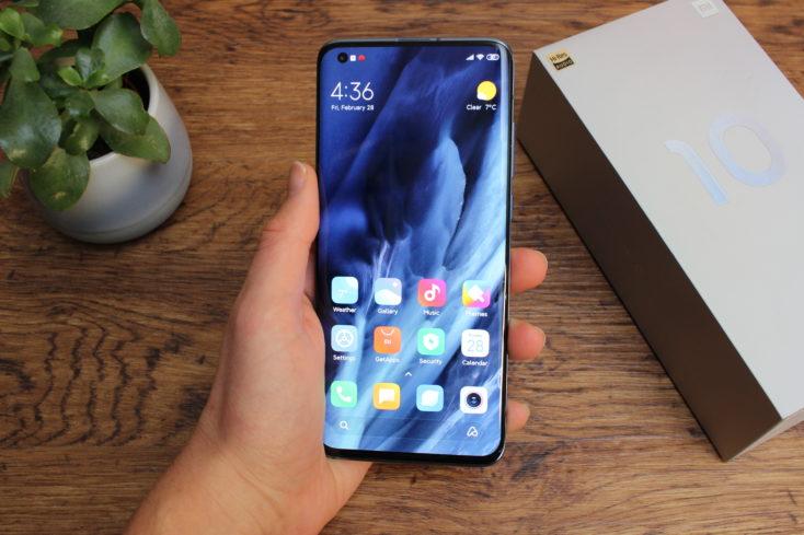 Xiaomi Mi 10 Smartphone Display in Hand