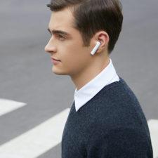 Xiaomi Air 2S in ear
