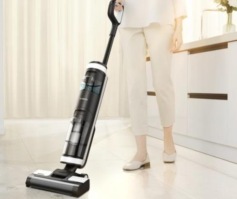 Tineco Floor One S3 wet-dry battery vacuum cleaner cleans itself