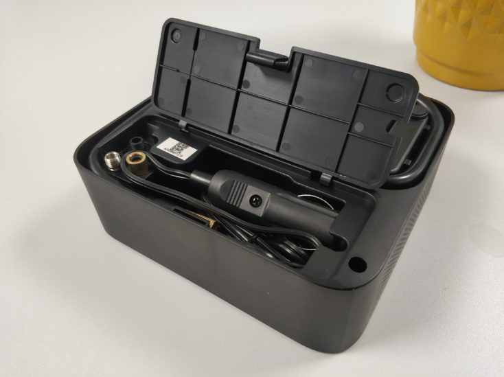 Xiaomi 70Mai electric air pump compressor cable management