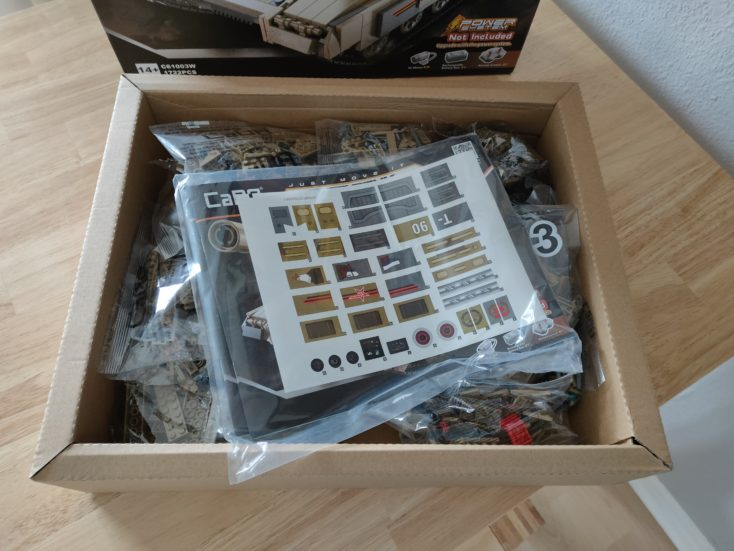 CaDA T90 Panzer C61003W contents of the box