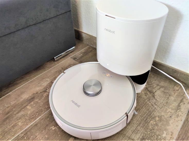 Neabot NoMo vacuum robot strong suction