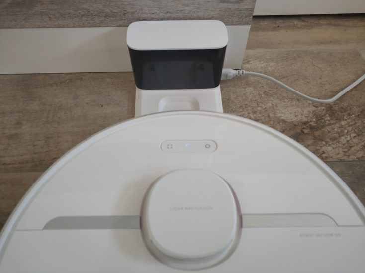 Dreame D9 vacuum robot find charging station again