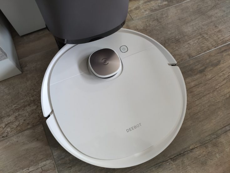 Ecovacs Deebot Ozmo T8 vacuum robot at extraction station Empty dust chamber
